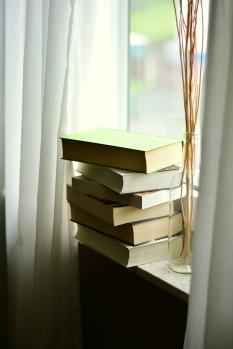 books-2546038_1920