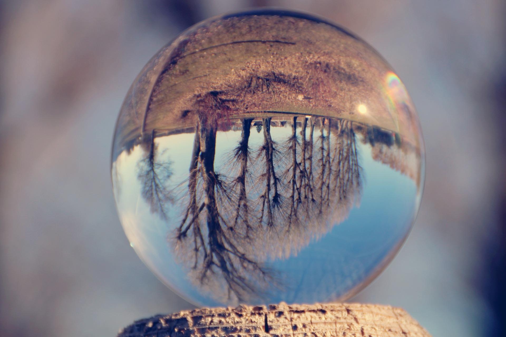 glass-ball-4017587_1920
